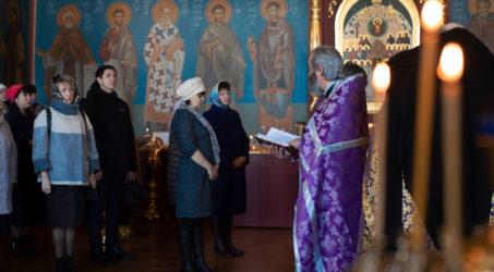 В Таштаголе отслужили молебен о спасении от коронавируса.